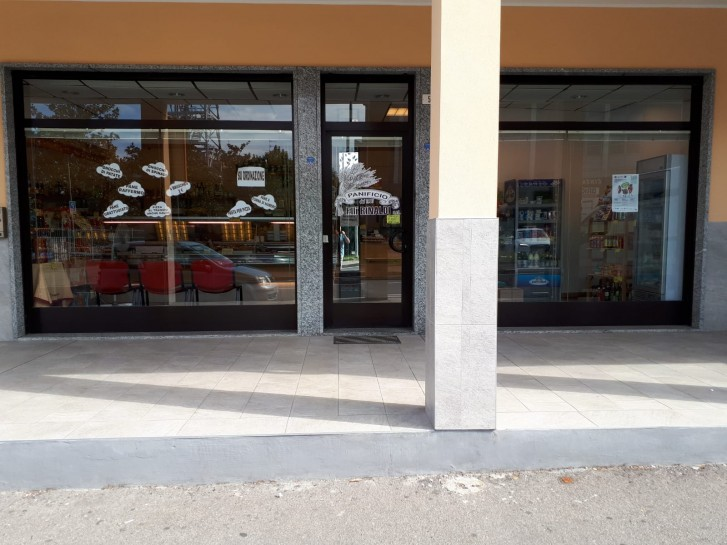 Vetrina fronte negozio